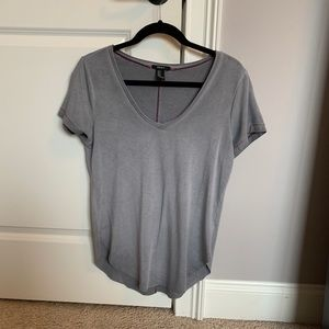 grey fitted v-neck shirt